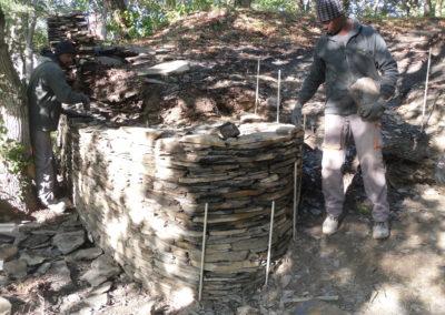 Reprise du mur de l'entrée d'origine de la butte