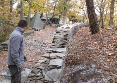 Poursuite de la reconstruction du mur d'enceinte