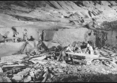 Débitage bloc dans la mine